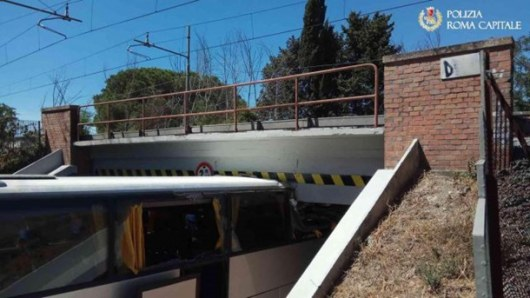 ВРиме автобус стуристами врезался вмост: пострадали 18 человек